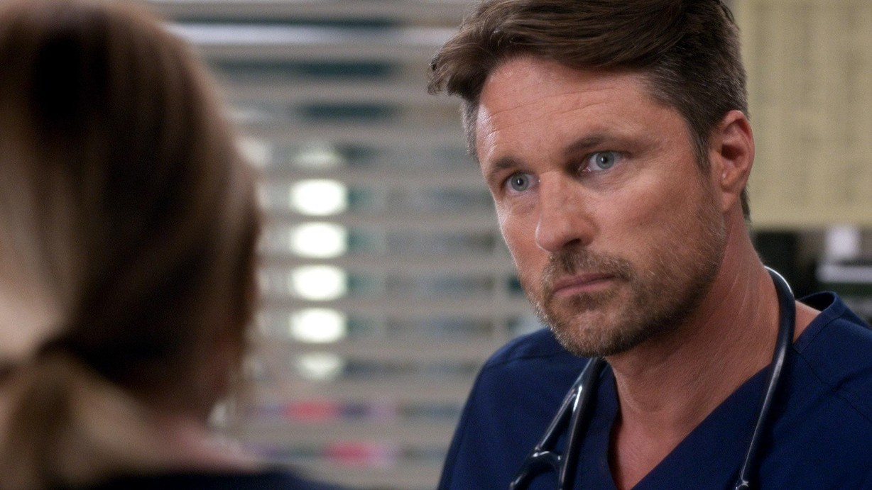 Can Meredith love again? Do we want her to? If she does, it will probably be this guy, played by Martin Henderson