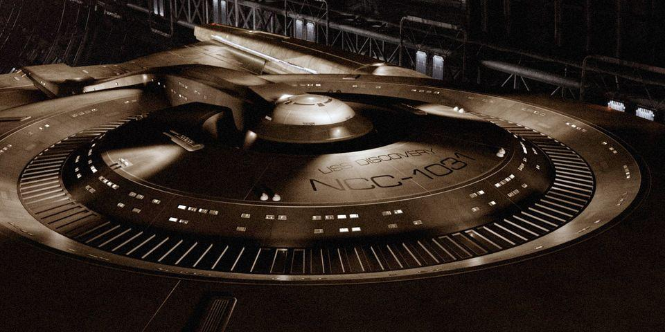 3104269-star-trek-uss-discovery-ship