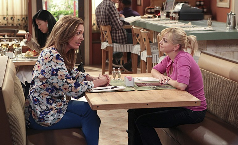 CBS Nearing Early Season 5 Renewal for 'Mom'