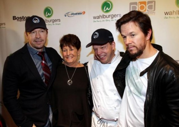 donnie-alma-paul-mark-wahlburgersafp22f-2-web