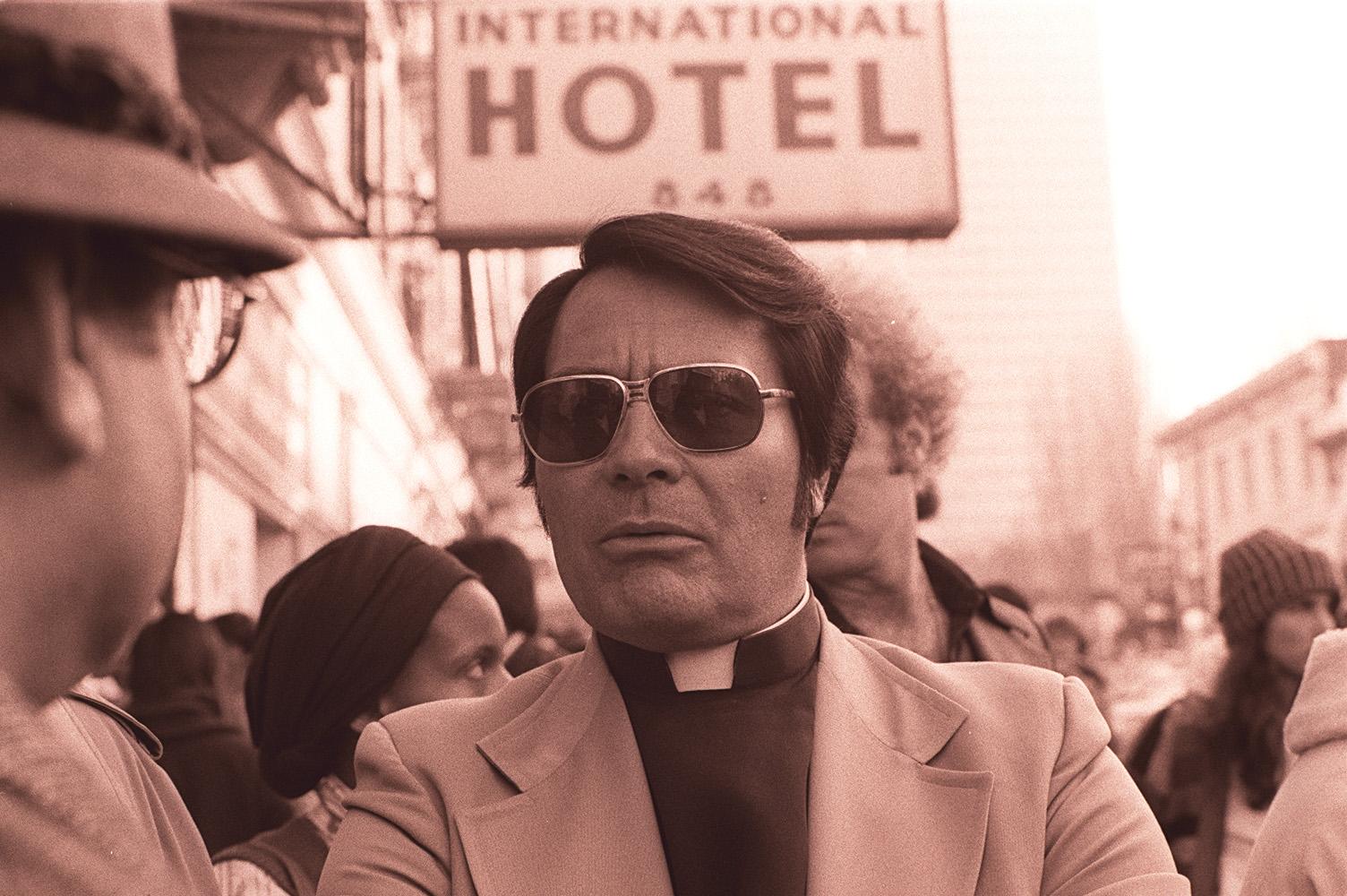Jim_Jones_in_front_of_the_International_Hotel