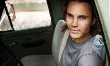 Taylor Kitsch Cast in Pilot About Waco, Texas Siege