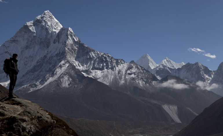 Virtual-Reality Docu-series 'Capturing Everest' Acquired  by Sports Illustrated