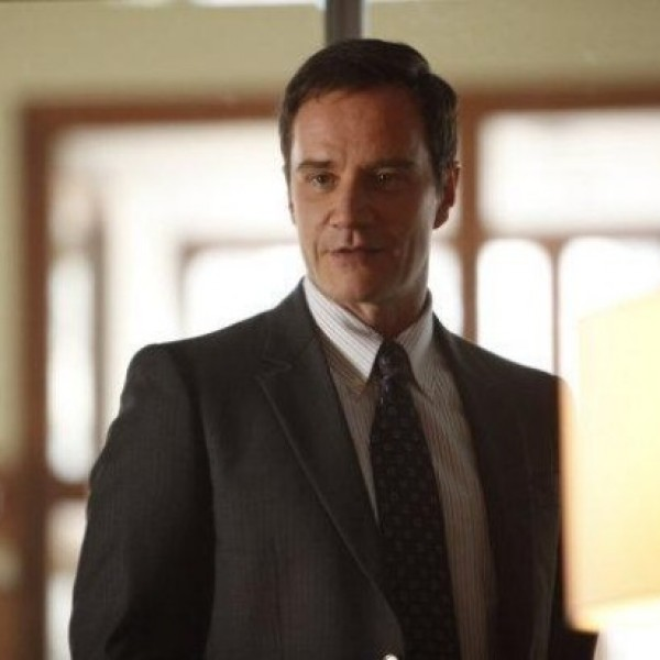 FBI Special Agent Peter Burke (Tim DeKay) is trusted to head up the White Collar Crimes Unit.