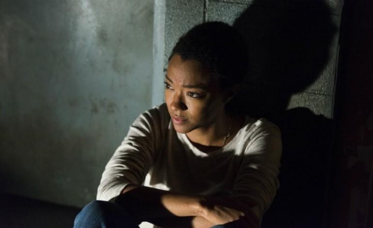 'The Walking Dead' Finale Brings War On The Horizon